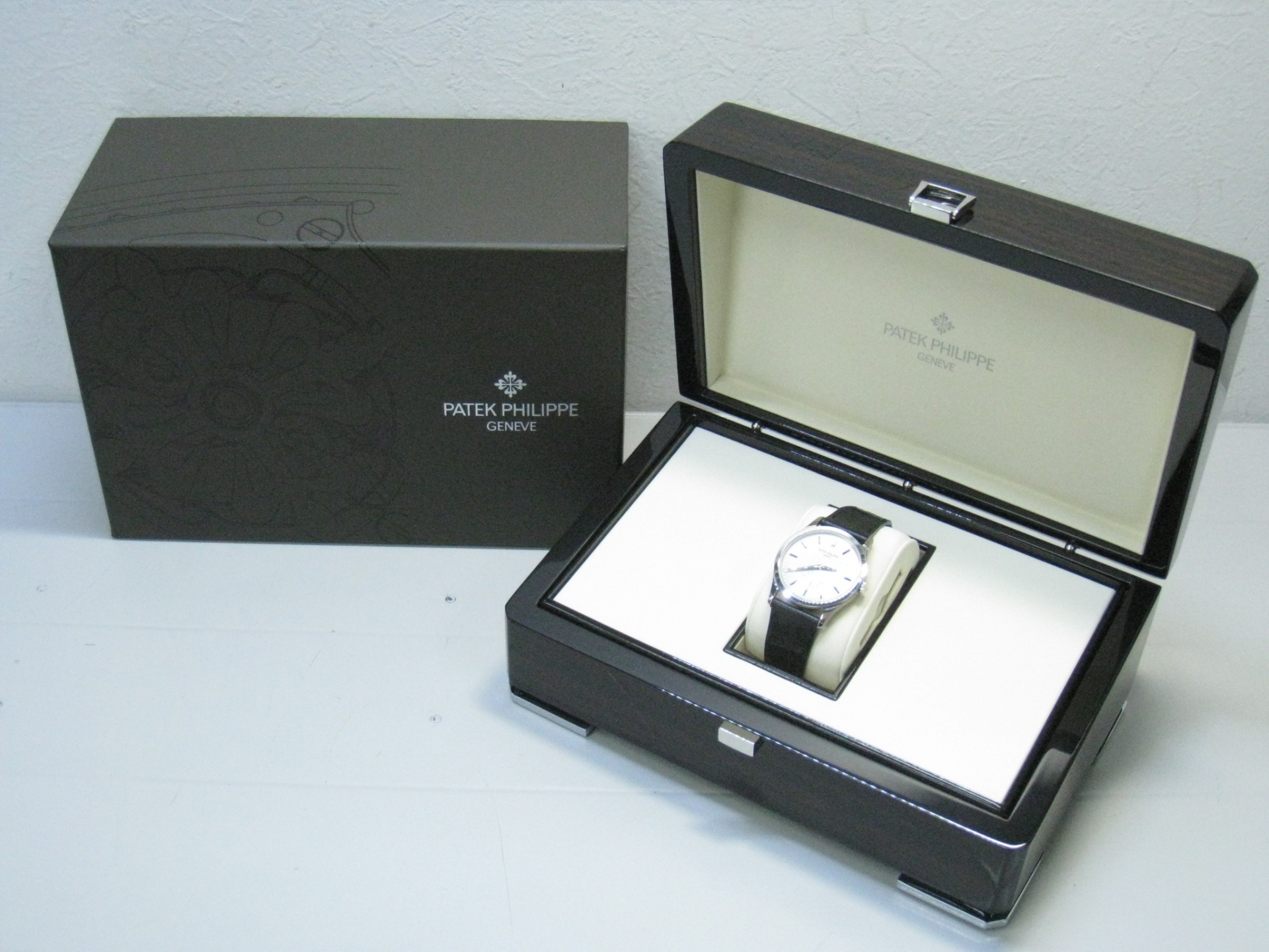 competitive price e987d 8f017 PATEK PHILIPPE パテックフィリップ カラトラバ 5196G-001 ...